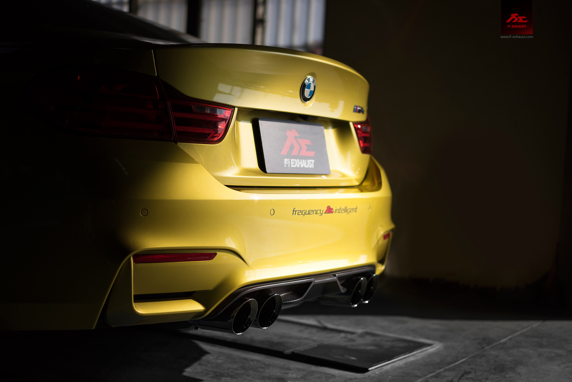 bmw-f82-M4_Wallpaper-03